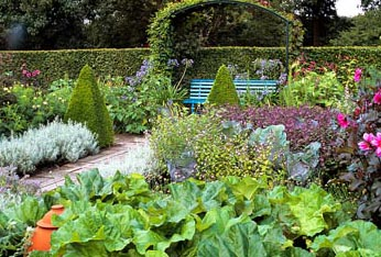 Picture from Avant Landscaping https://avantlandscaping.wordpress.com/2009/02/10/what-is-a-potager/